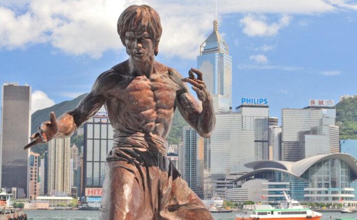 Το άγαλμα του Bruce Lee στο Χονγκ Κονγκ